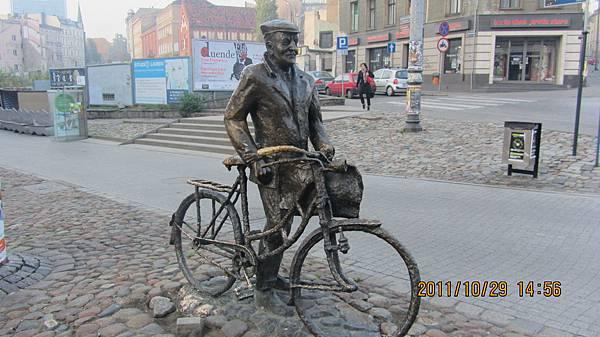 腳踏車商人雕像