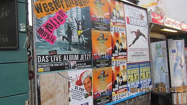 柏林路邊的海報