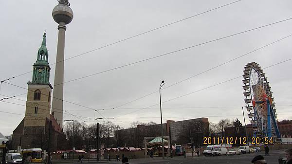 柏林塔下的聖誕市集
