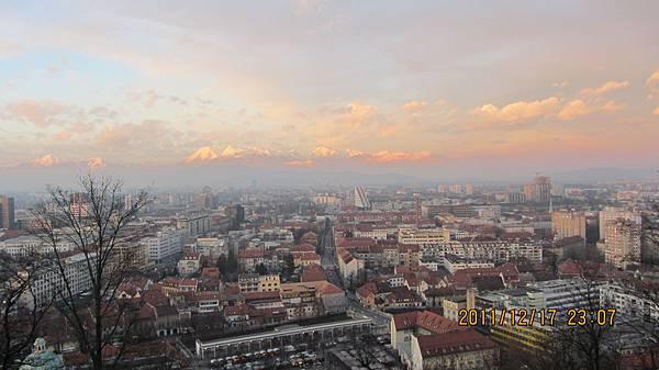 只有斯洛維尼亞首都才有的美景!!