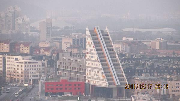 有趣的三明治建築