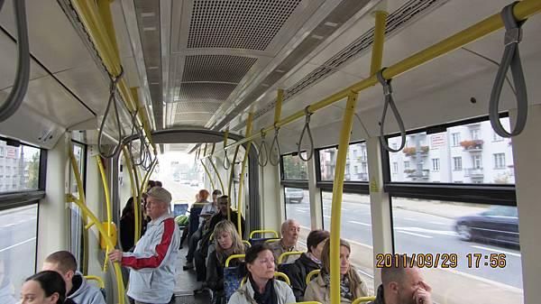 華沙公車內部一景