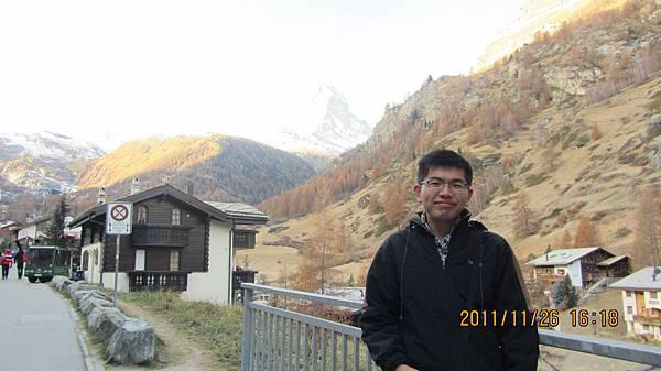 我與馬特洪峰(前往纜車站途中)