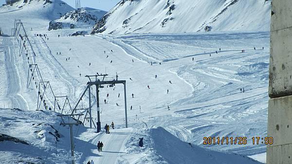 大家在滑雪