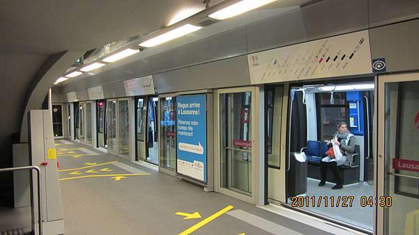 搭瑞士洛桑地鐵(捷運)前往Ouchy港