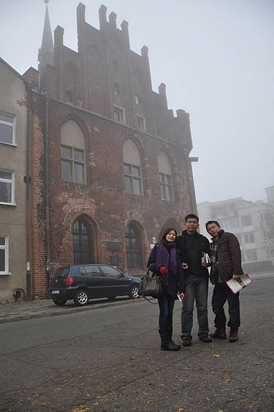 一樣是與Malbork的某建築合影(好像是town hall)