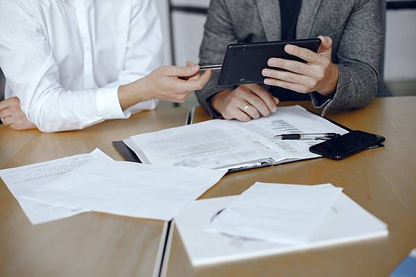 business-men-sitting-lawyers-s-desk-people-signing-important-documents-min.jpg