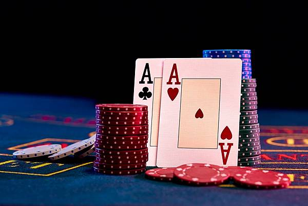 two-aces-standing-leaning-chips-piles-min.jpg