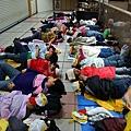 夜宿台北車站(攝影:張心華,轉貼自苦勞網)