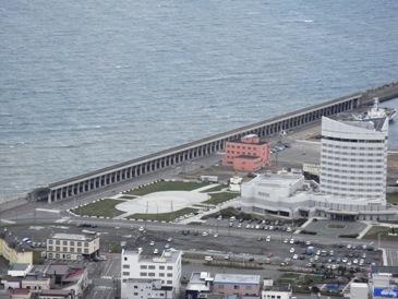 0513稚内ー百年記念塔俯瞰(北防波堤ドーム).JPG
