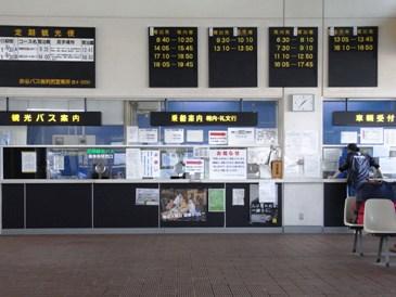 0515利尻島ー鴛泊フェリーターミナル内.JPG