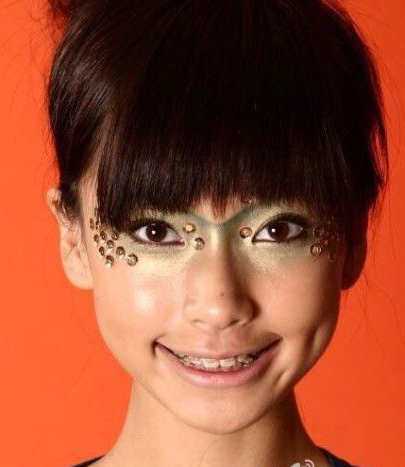 angelababy with brackets