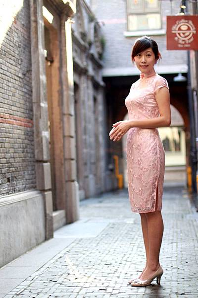 20110802劉小姐褀袍改短遊上海的照片02