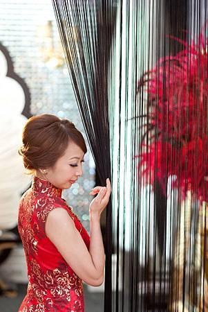 李小姐:穿祺袍展現傳統的氣氛。