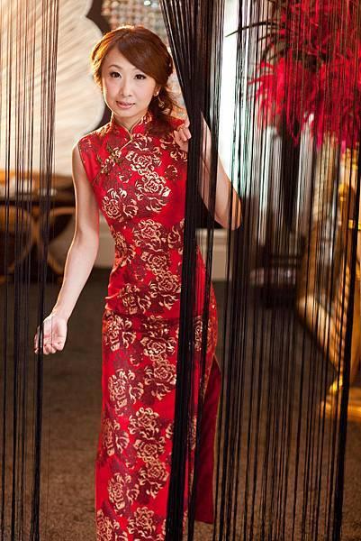 李小姐:一直覺得能把祺袍穿得好看,是很神奇的事。