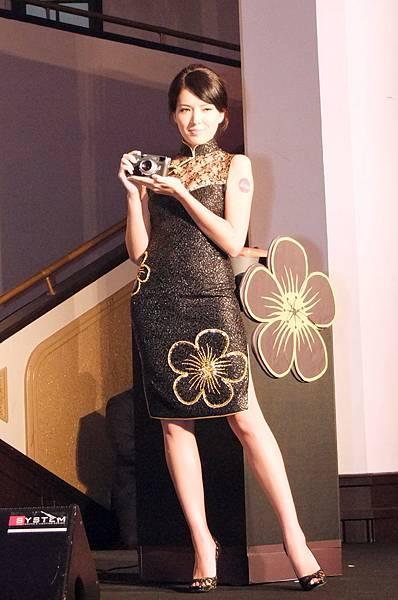 混血名模許瑋甯穿上許榮一師傅所做的旗袍