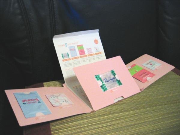 五個試用包的背後都有產品說明