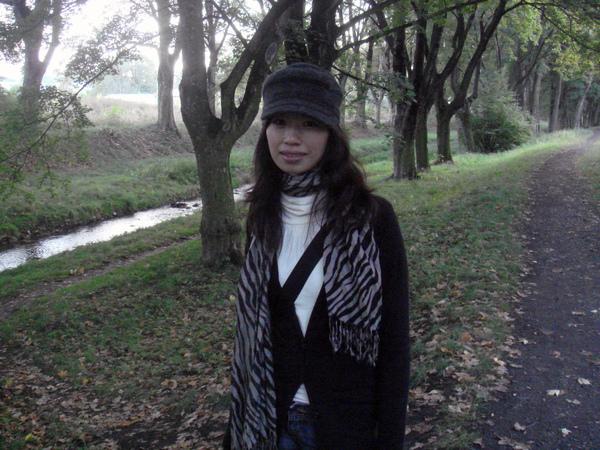 Kutná Hora鐵道旁的林蔭步道及小河