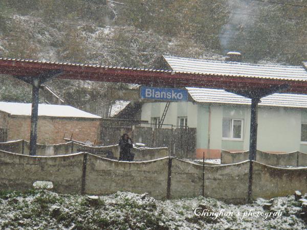 出了火車站轉往公車站