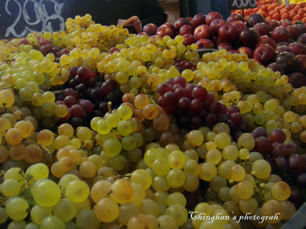 匈牙利產酒,葡萄看起來特別可口