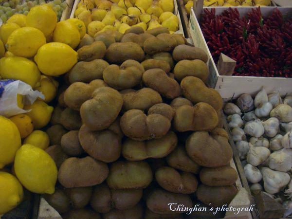 這裡的奇異果都是心型的。