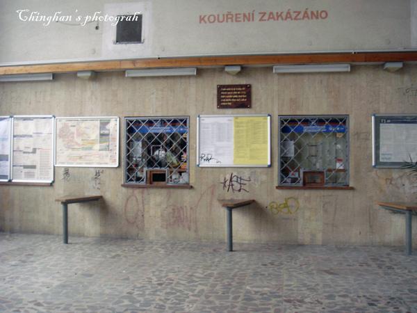 Blansko 火車站的售票口像監獄一樣