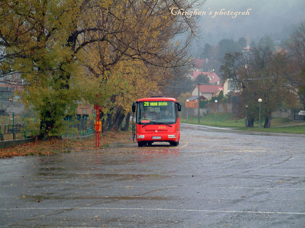逹文城堡唯一的一班公車