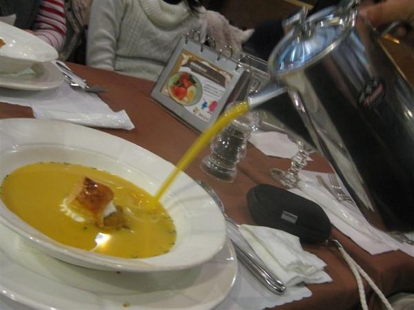 勉強來說,湯算是裡面最好吃的