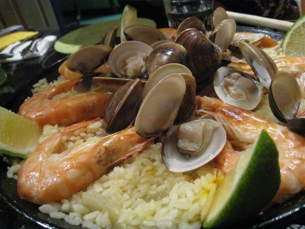 就是這西班牙海鮮燉飯!