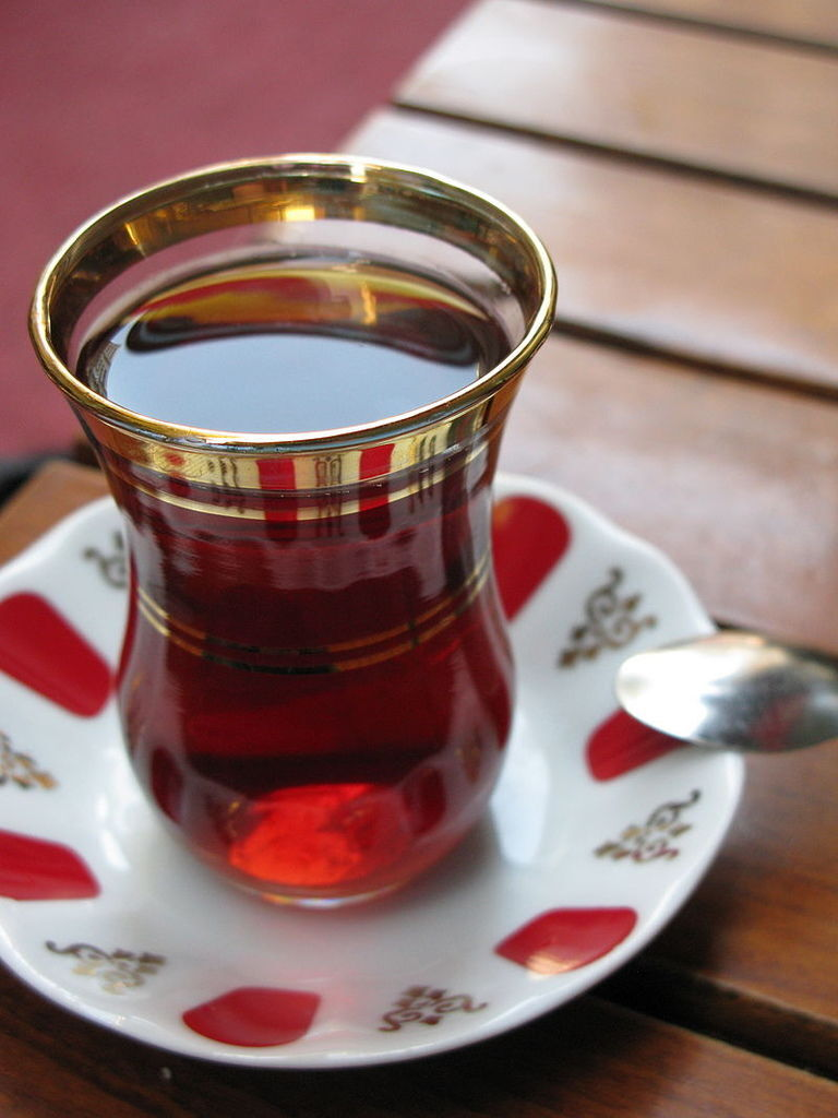 800px-Turkish_tea2.jpg
