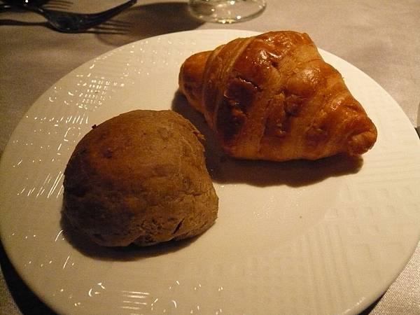 餐前麵包-法式可頌&全麥麵包