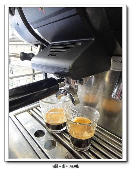 黑 咖啡煮出來囉!!
