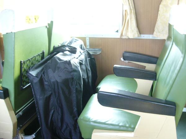 971117 小黑坐火車囉.JPG