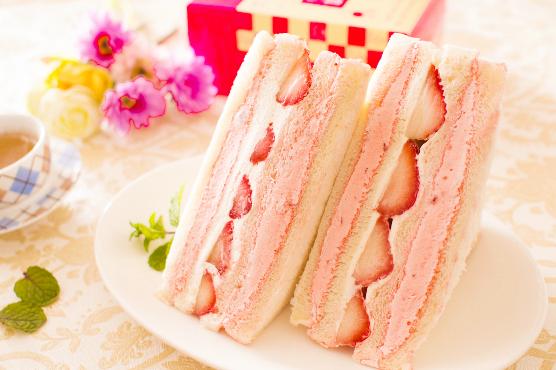 美食村草莓三明治2.png