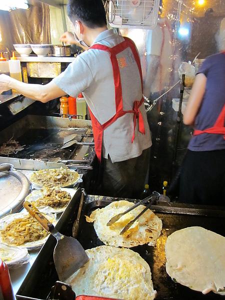 鴻記蔥捲餅 (7).JPG