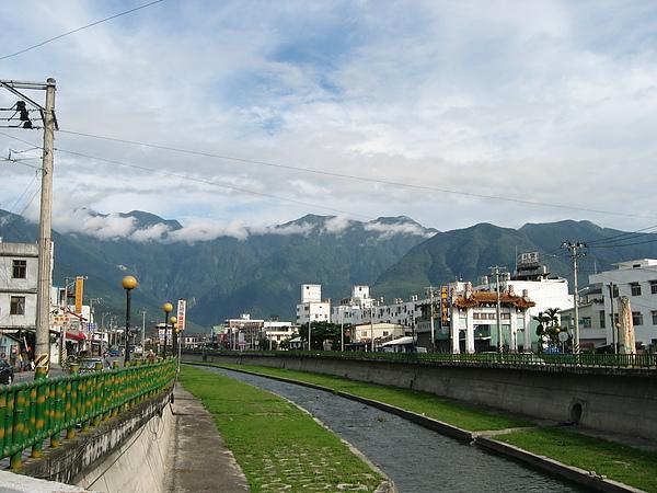 從花蓮市看遠山.JPG