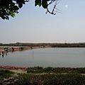 嘉南平原上的漁塭.JPG