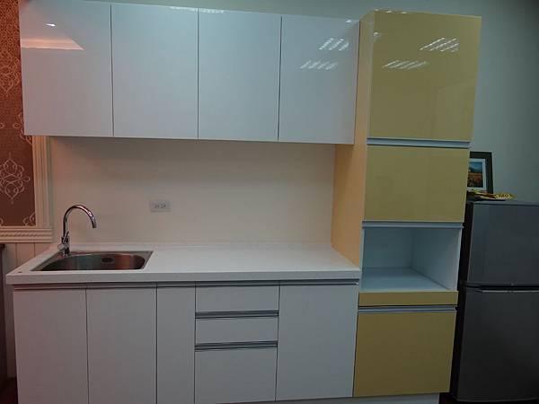 系統廚櫃.JPG