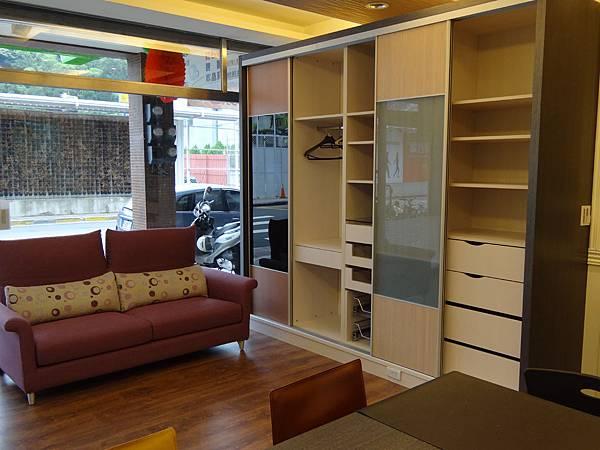 衣櫃1.JPG