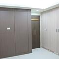 主臥-系統衣櫃
