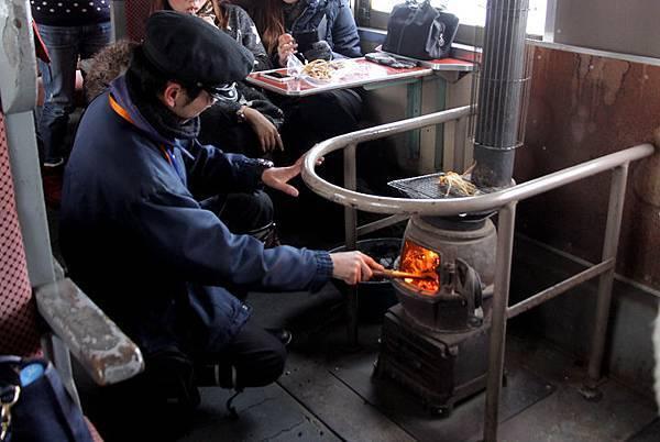 日本青森津輕鐵道暖爐列車