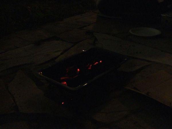 很暗,不過這個是炭火
