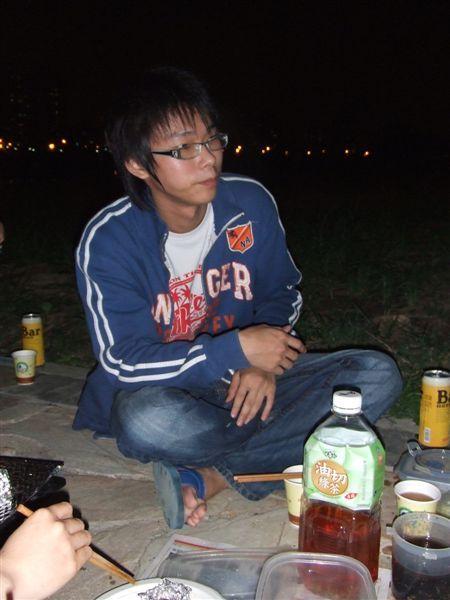 趙浩堅還是一如往常的瘦