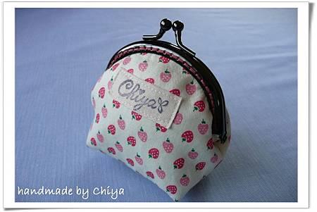 草莓口金包01.JPG