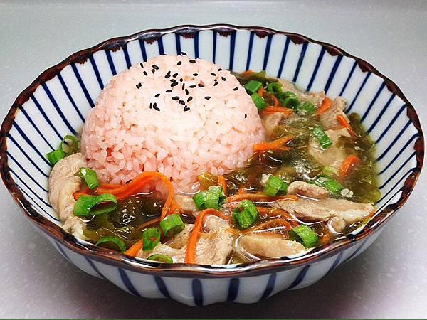 綠藻肉片羹燴彩米飯