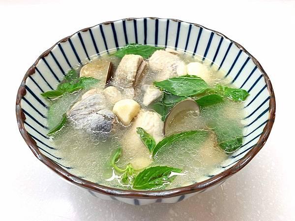 塔香蒜頭蛤蜊雞湯.jpg
