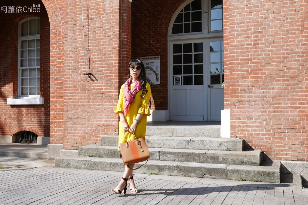 burberry輕盈格紋羊毛絲綢圍巾 四種綁法穿搭分享6A.JPG