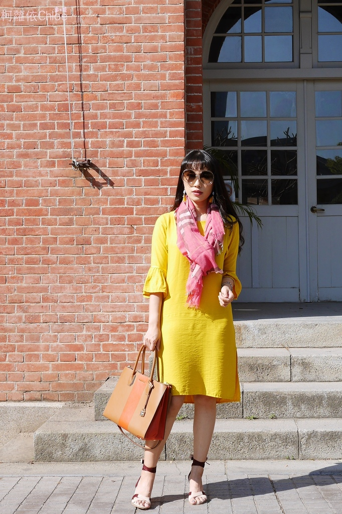 burberry輕盈格紋羊毛絲綢圍巾 四種綁法穿搭分享8.JPG