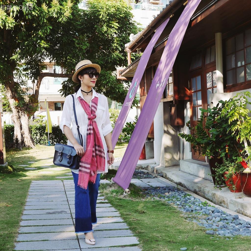 burberry輕盈格紋羊毛絲綢圍巾 四種綁法穿搭分享17.JPG