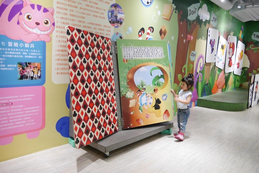 親子景點 親子樂園推薦 玩中學室內遊樂園 騎士堡 台南愛麗絲的家_5.JPG